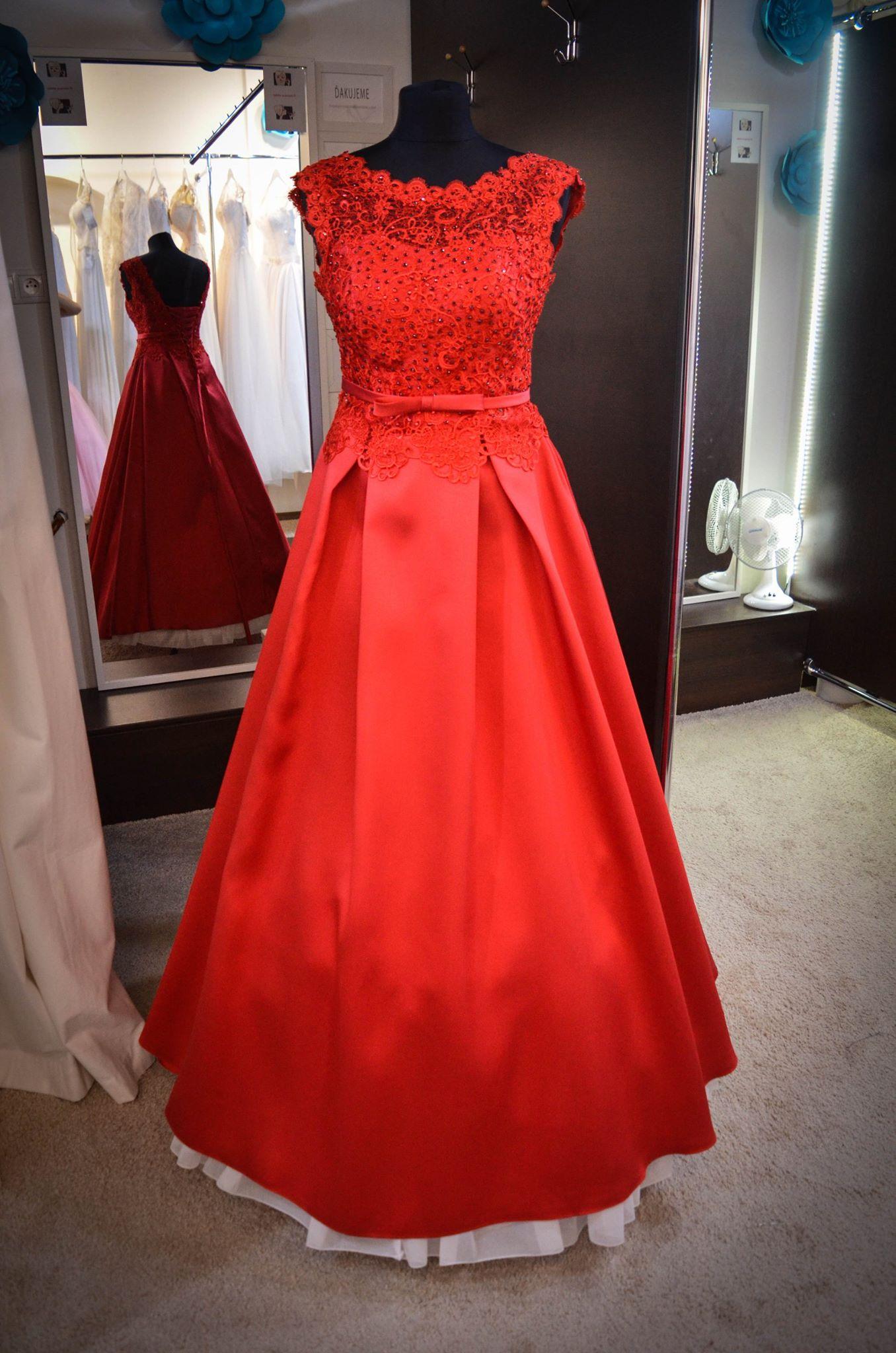 Úchvatné červené večerné šaty so sukňou z mikáda