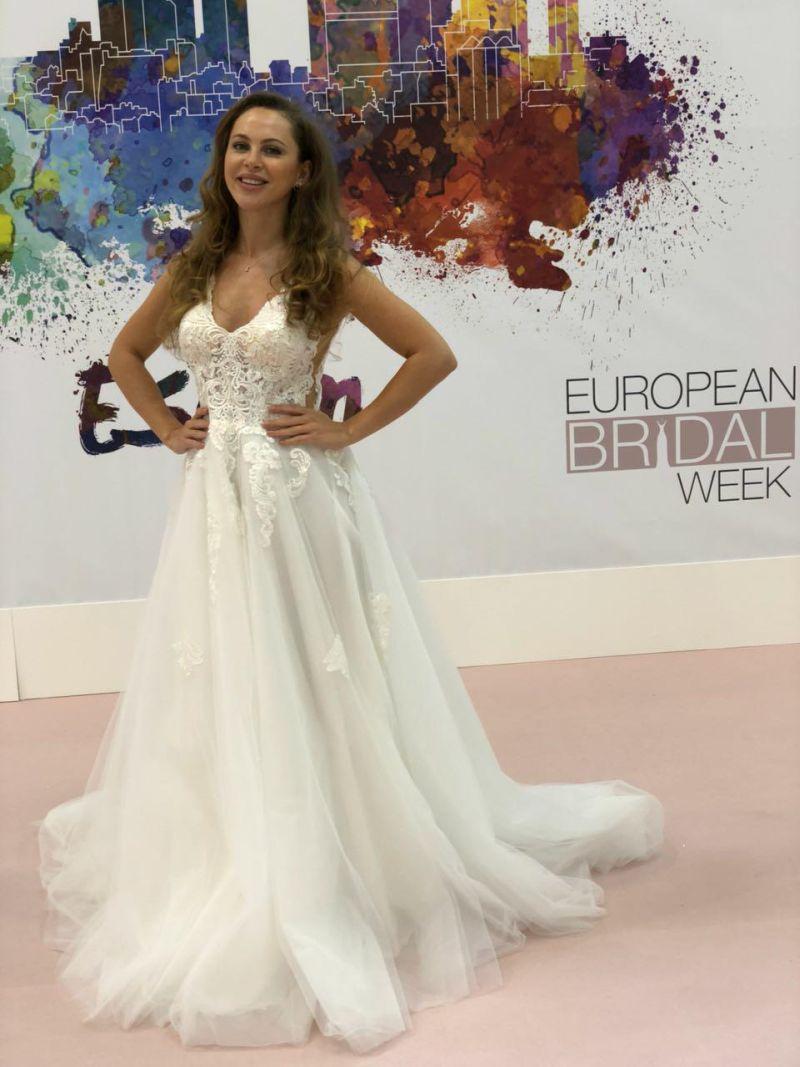 Nádherné svadobné šaty s padavou sukňou 2019