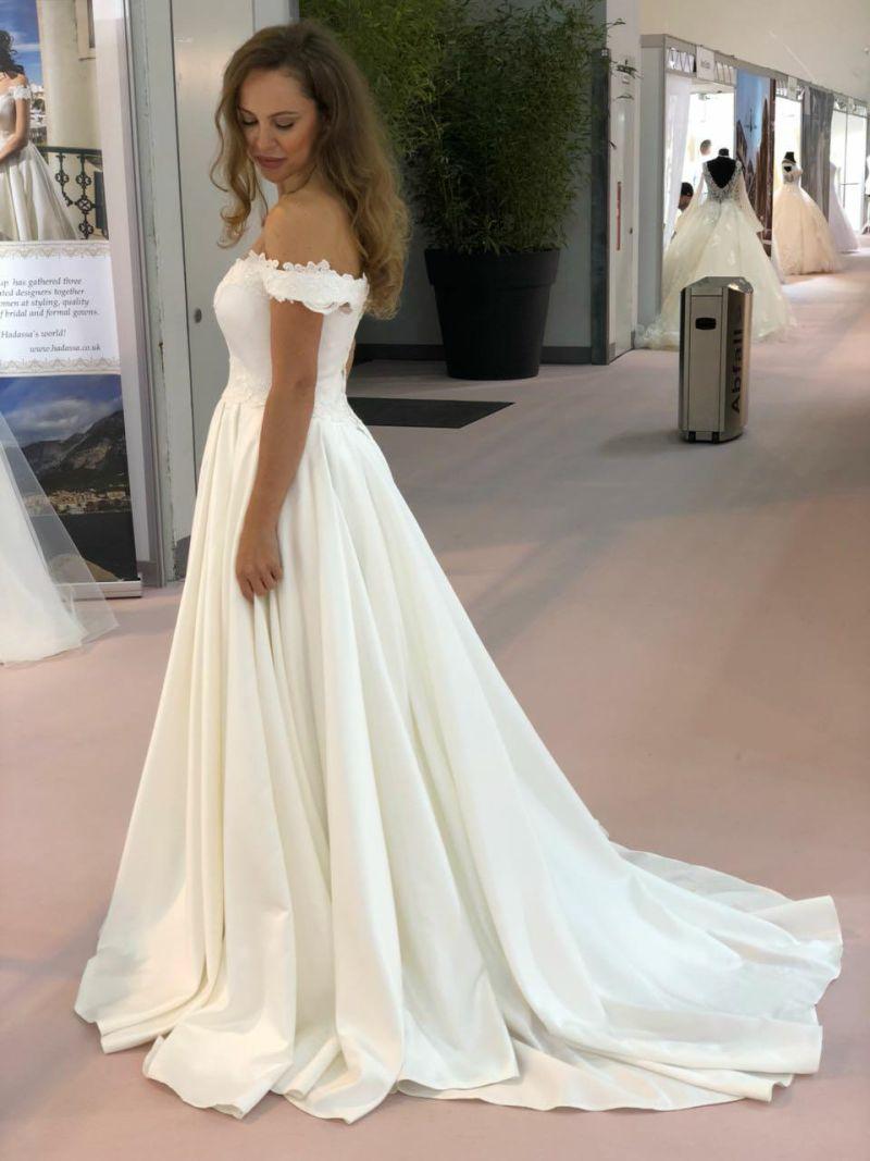 Nádherné saténové svadobné šaty Millie od Annette Moretti
