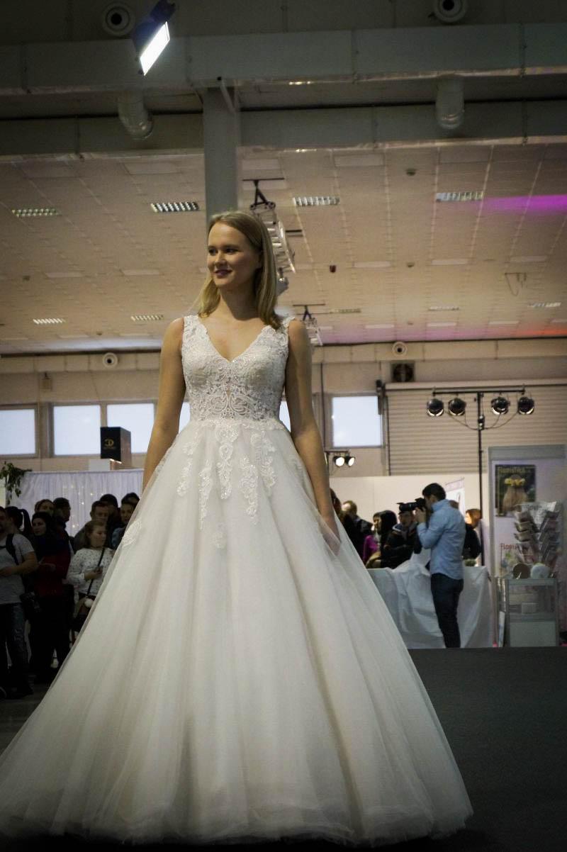 Úžasné svadobné šaty na prehliadke