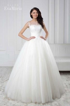 Svadobné šaty so zahalenými ramenami tylom