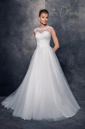 Svadobné šaty so zahaleným dekoltom