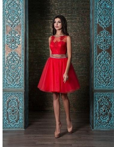 červené šaty na redový tanec