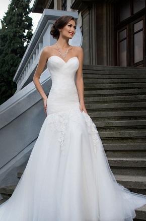 Svadobné šaty s vrstveným korzetom