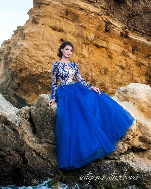 nezvyčajné prekrásne šaty na stužkovú