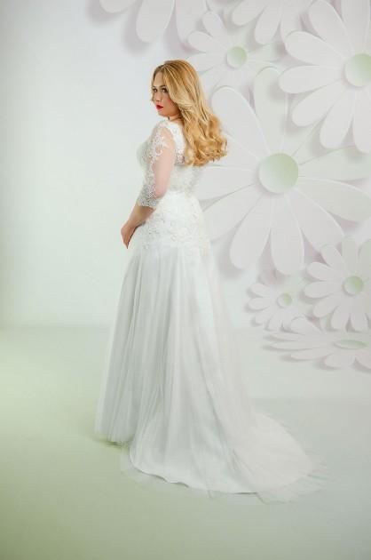 Svadobné šaty so šnurovačkou pre moletku