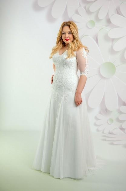 Obtiahnuté svadobné šaty pre moletku