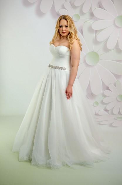 Svadobné šaty s opaskom pre moletku