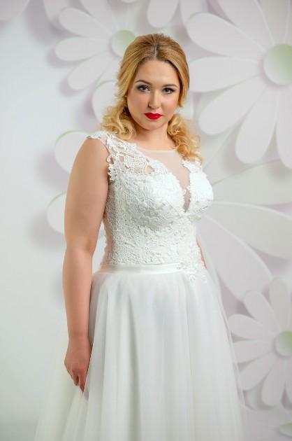 Svadobné šaty s ramienkami pre moletky