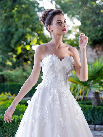Svadobné šaty s 3D motýlikmi