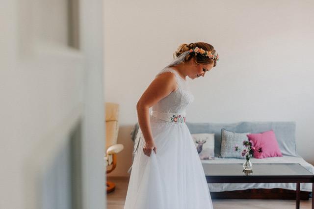 Nádherná nevesta v šatách Ermano od Annette Moretti