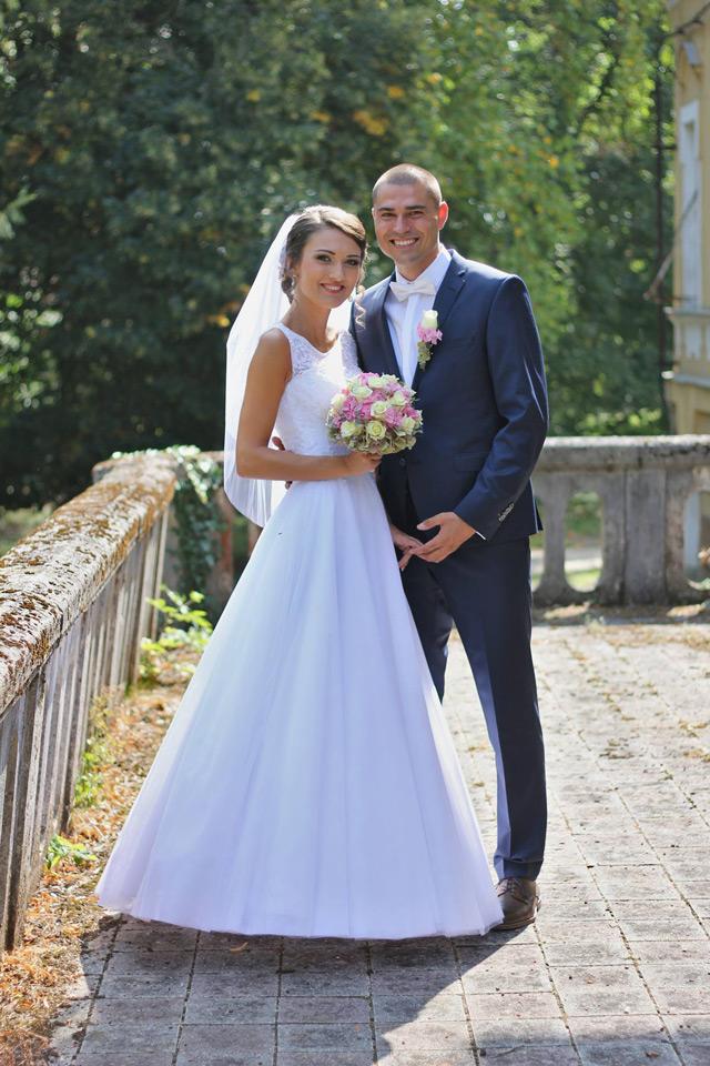 Spokojná nevesta vo svadobných šatách Ermanno od Annette Moretti