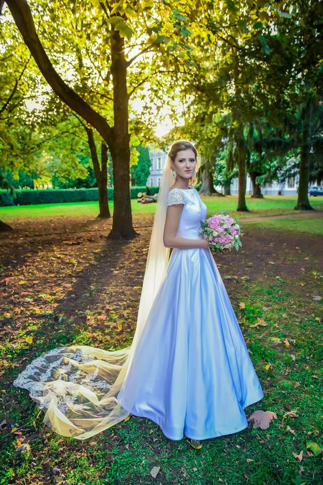 Nádherná nevesta v šatách Victoria od Tina Valerdi