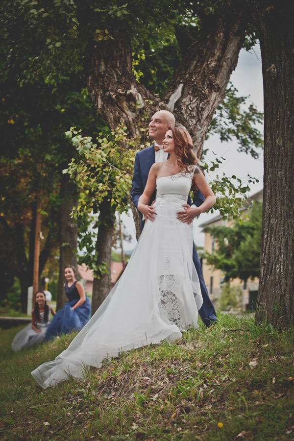 Nádherná nevesta salónu EvaMária v svadobných šatách Azalea