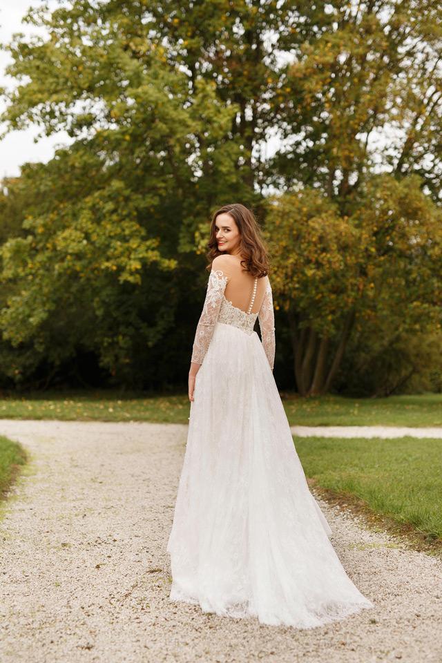 Prekrásna nevesta salónu EvaMária v svadobných šatách Virginia