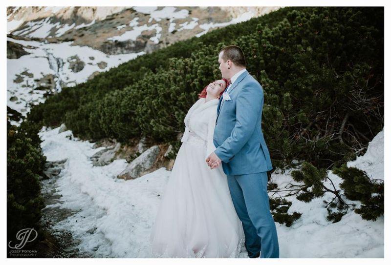 Spokojná nevesta vo svadobných šatách Marcella od Annette Moretti