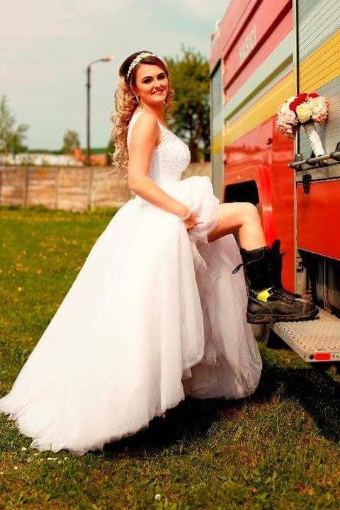 Spokojná nevesta vo svadobných šatách Norma z Topoľčian