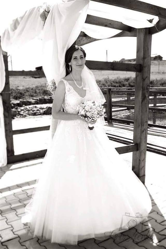 Spokojná nevesta vo svadobných šatách Aillen z Rimavskej Soboty