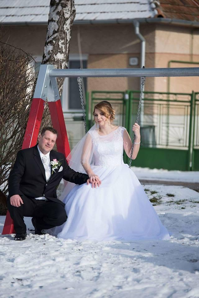 Spokojná nevesta vo svadobných šatách Ermanno zo svadobného salónu EvaMária Sereď