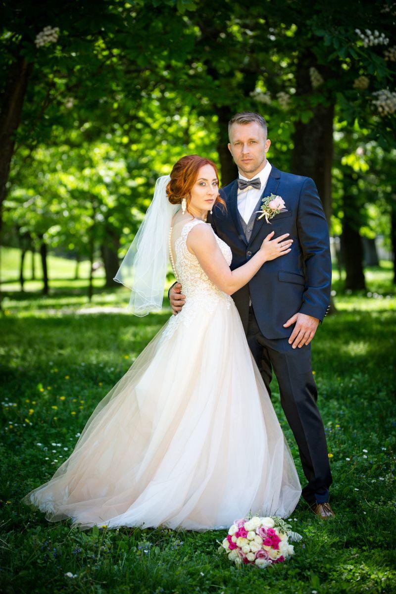 Nádherná nevesta v šatách Trinity zo svadobného centra EvaMária Sereď