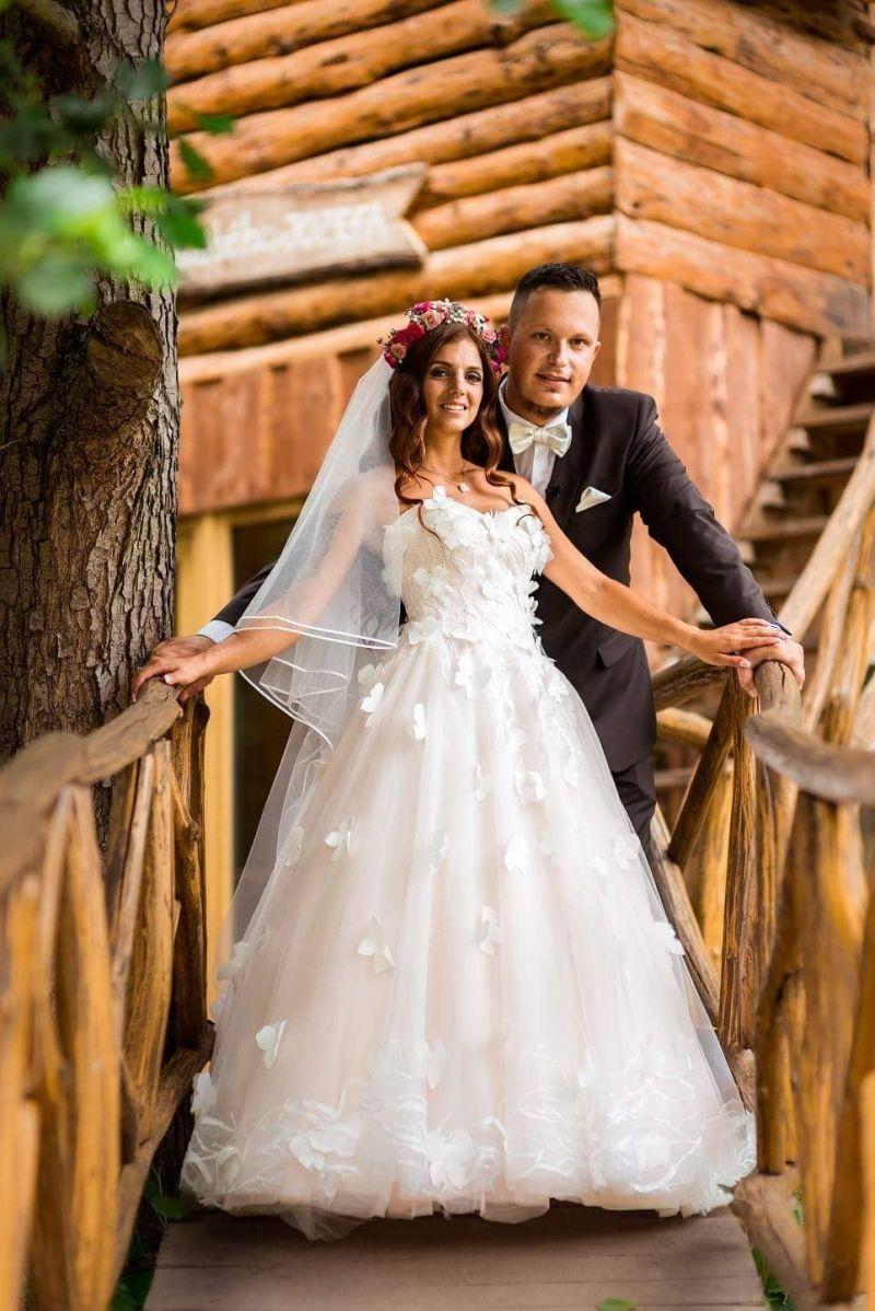 Nádherná nevesta v šatách Dixie zo svadobného centra EvaMária Sereď