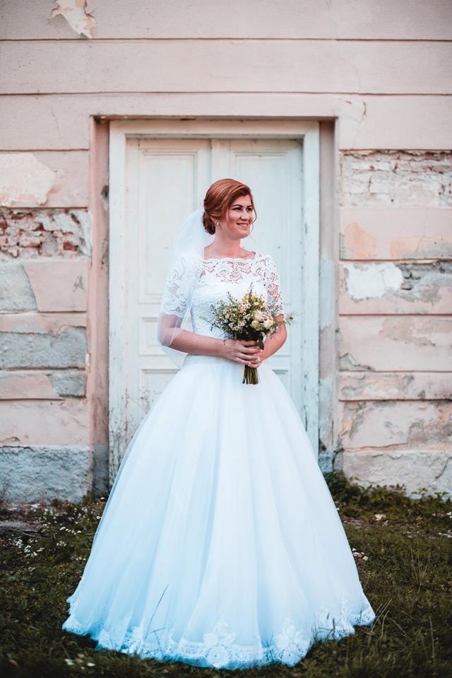 Nevesta vo svadobných šatách Viva so skrátenými rukávmi