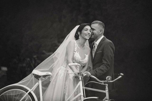 Nevesta vo svadobných šatách od španielskej návrhárky Tiny Valerdi