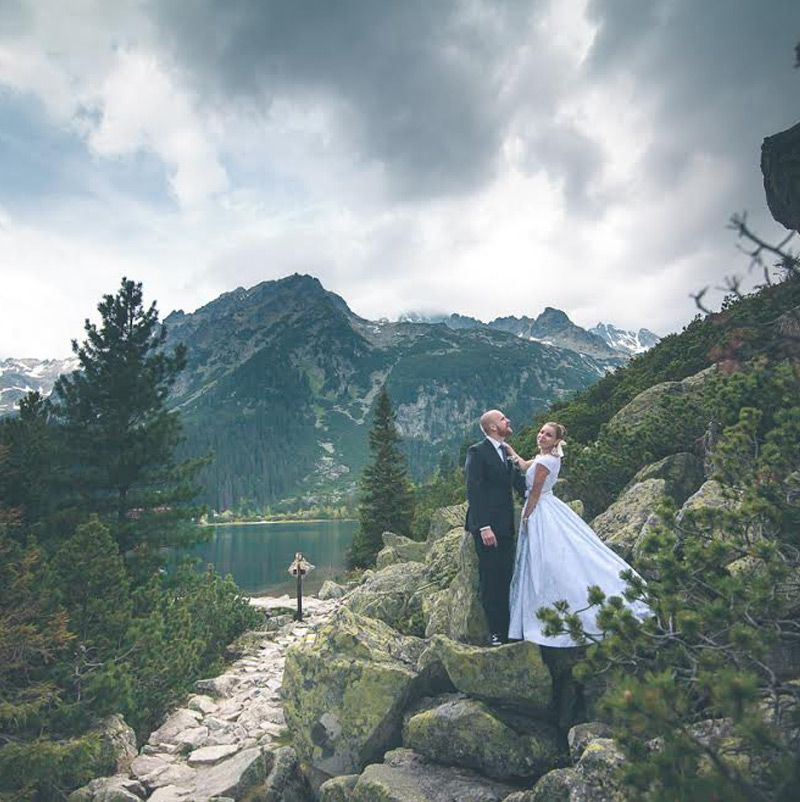 Nádherná nevesta vo svadobných šatách Dolores od Tina Valerdi
