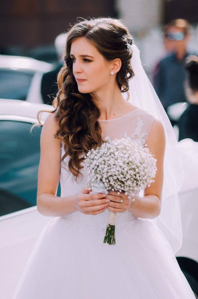 Spokojná nevesta zo svadobného salónu Evamária v Seredi