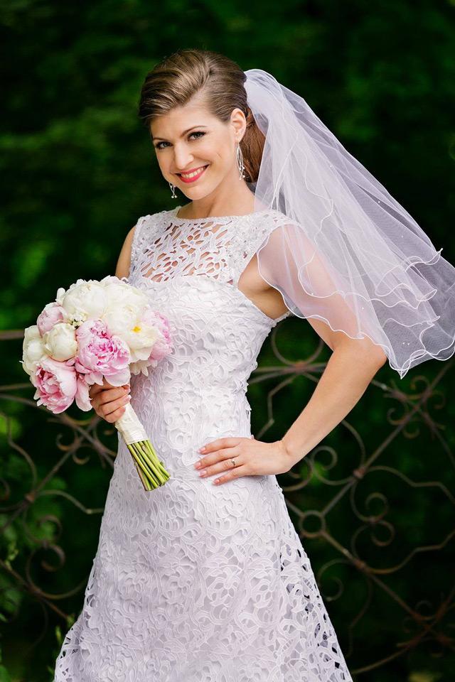 Nádherná nevesta vo svadobných šatách Zarra - Hadassa