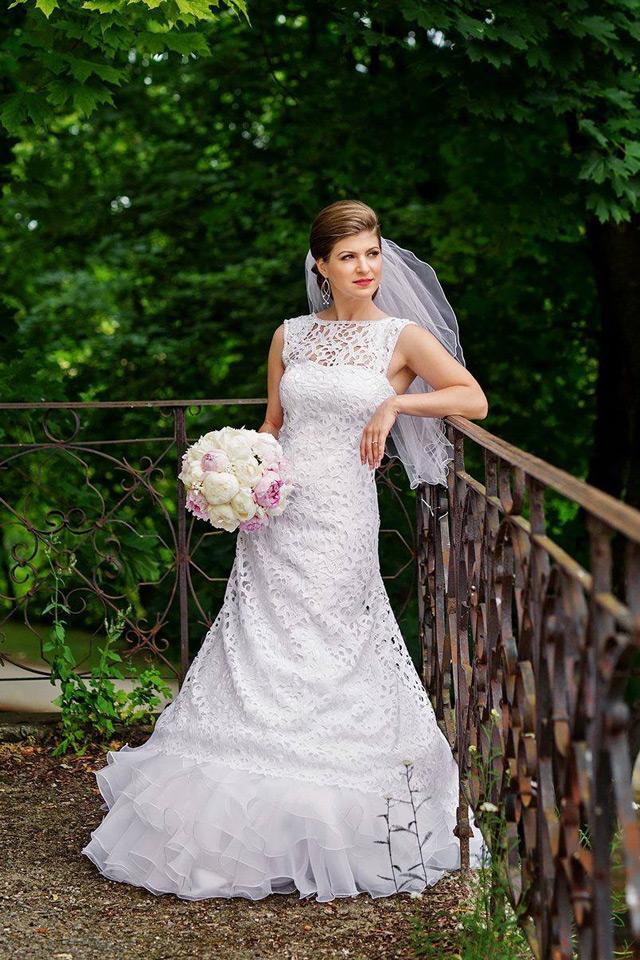 Tatiana vo svadobných šatách šitých na mieru - Zarra od Hadassa