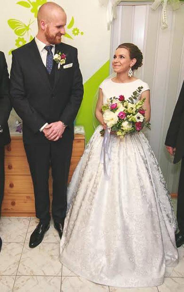 Nádherná nevesta vo svadobných šatách zo Salónu EvaMária