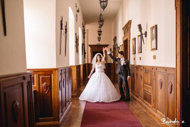 Nádhertná nevesta v princeznovských svadobných šatách