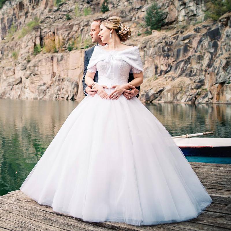 Nevesta vo svadobných šatách Maxi značky TINA VALERDI