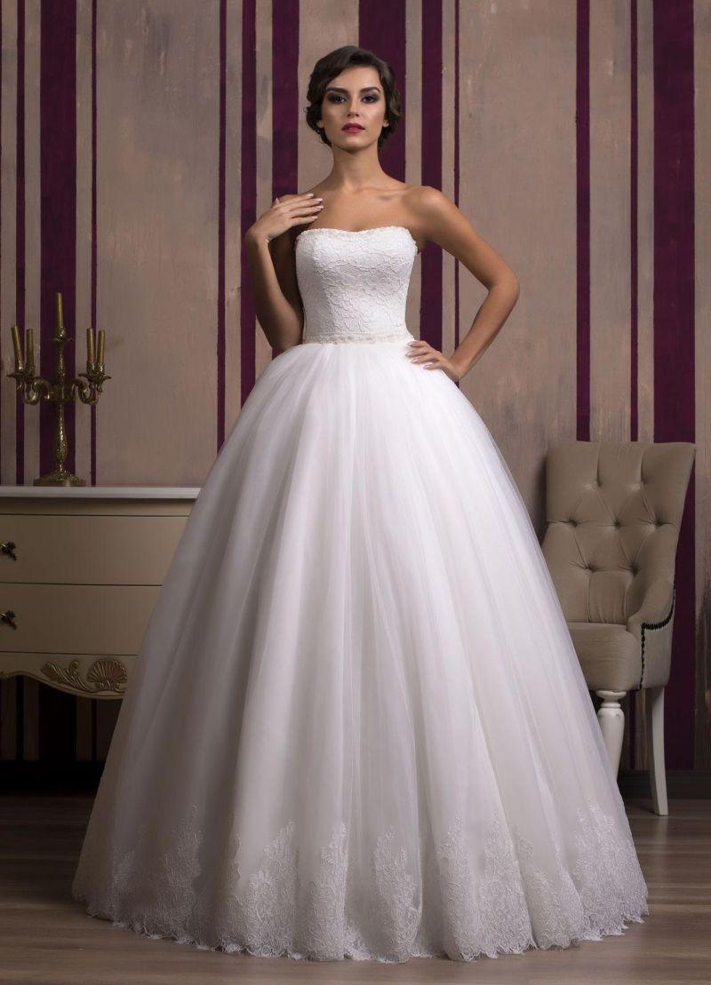 Najkrajšie princeznovské svadobné šaty