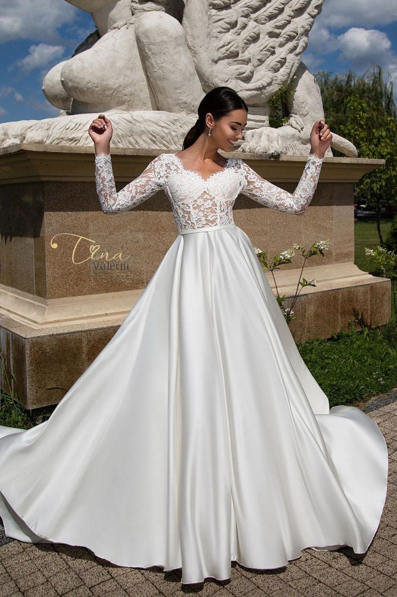 Najkrajšie svadobné šaty s padavou saténovou sukňou