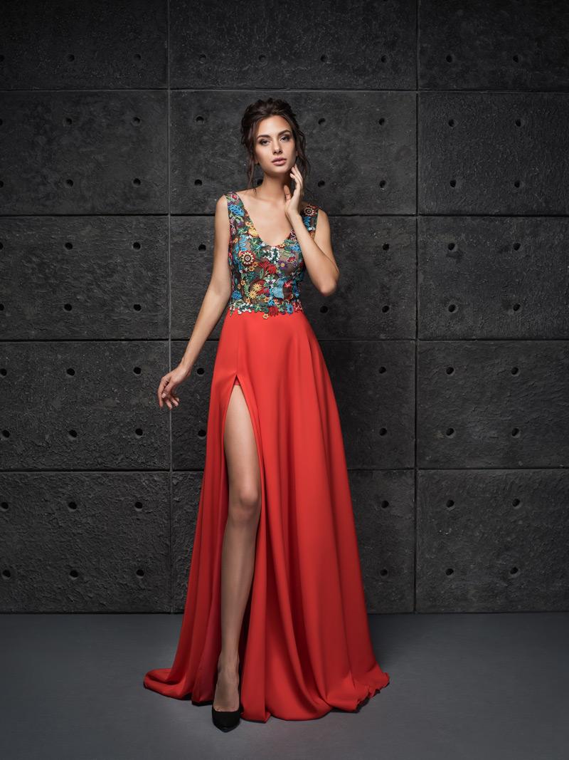 Červené šaty na stužkovú s rozparkom