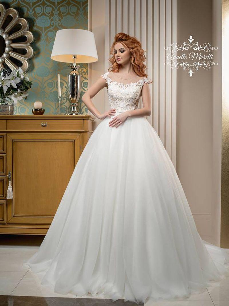 Najkrajšie svadobné šaty so zahalenými ramienkami