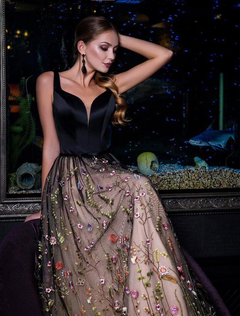 Nádherné šaty na stužkovú s kvetmi
