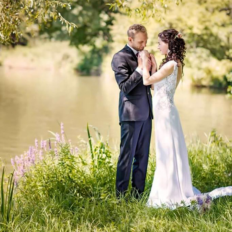 Nevesta má svadobné šaty Rabiolla od Hadassa