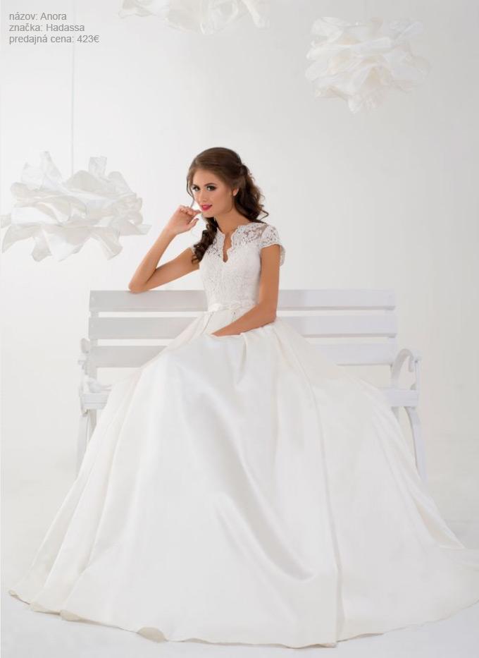 Najkrajšie svadobné šaty so saténovou sukňou