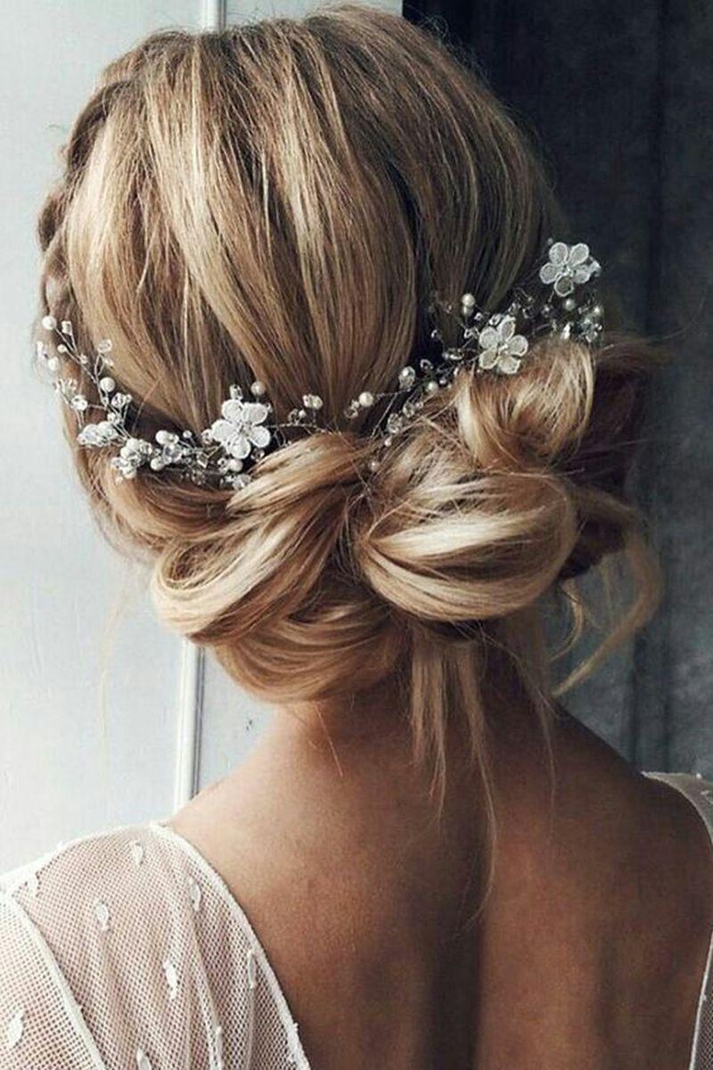 Svadobný venček vo vlasoch