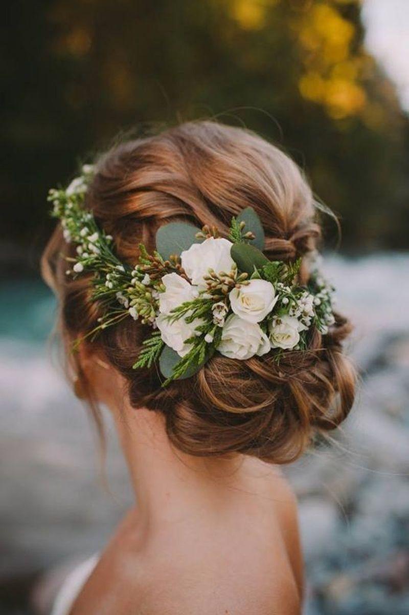 Kvety vo vlasoch nevesty