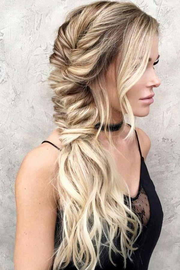 účes na stužkovú pre dlhé vlasy