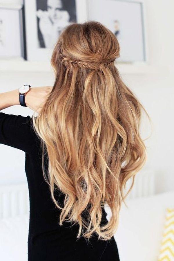 rozpustené vlasy na stužkovej