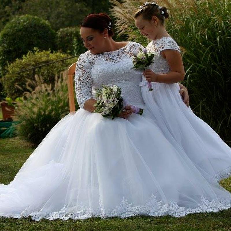 Nevesta v svadobných šatách Viva značky HADASSA