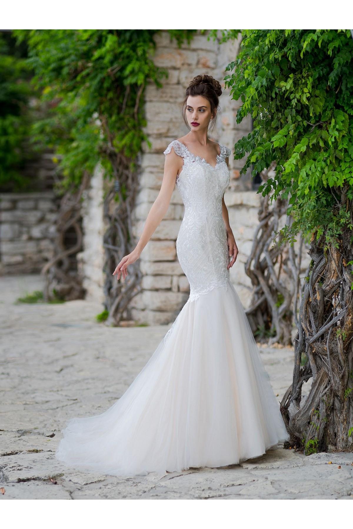 421bf53ae Tento model môžete ihneď skúšať alebo zakúpiť vo veľkosti 38 v farbe ivory  vo Svadobnom centre EvaMária v Seredi na M.R. Štefánika 9. Svadobné šaty  Beverley ...