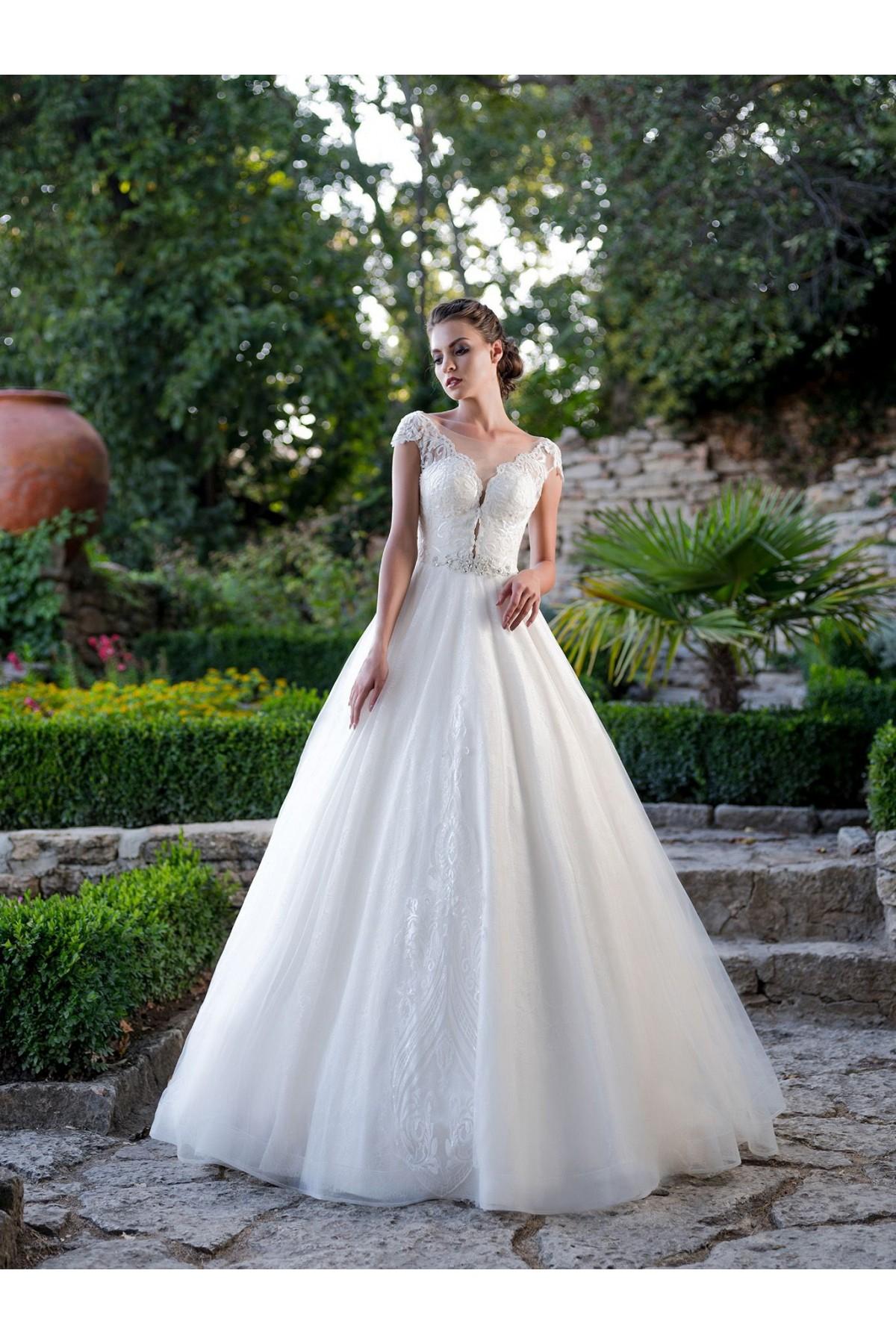 19b65d543376 Tento model môžete ihneď skúšať alebo zakúpiť vo veľkosti 38 vo farbe ivory  vo Svadobnom centre EvaMária v Seredi na M. R. Štefánika 9. Svadobné šaty  Marit ...