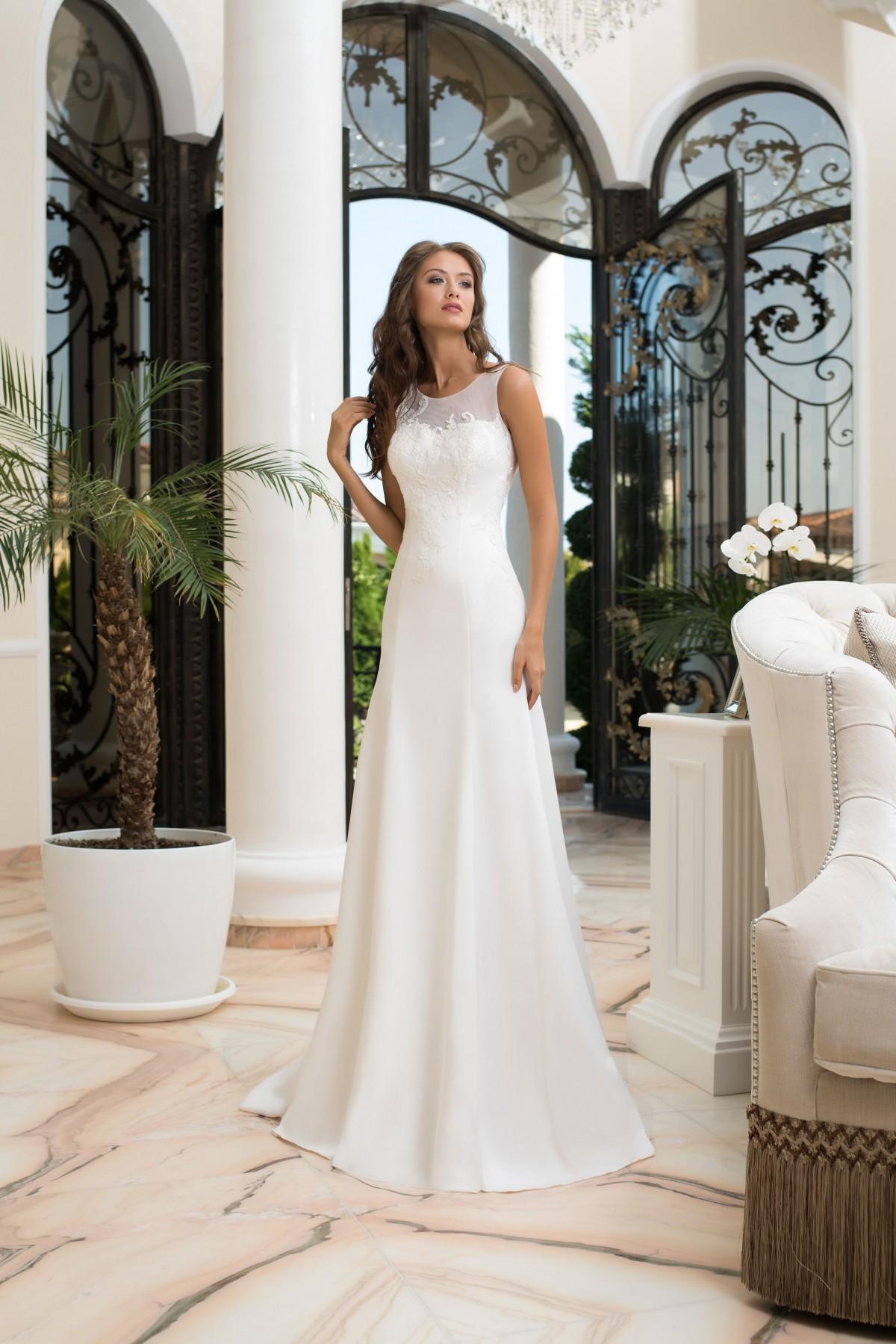 c3f49f2b57d1 Tento model môžete ihneď skúšať alebo zakúpiť vo veľkosti 38 v bielej farbe  vo Svadobnom centre EvaMária v Seredi na M. R. Štefánika 9. Svadobné šaty  Brenda ...