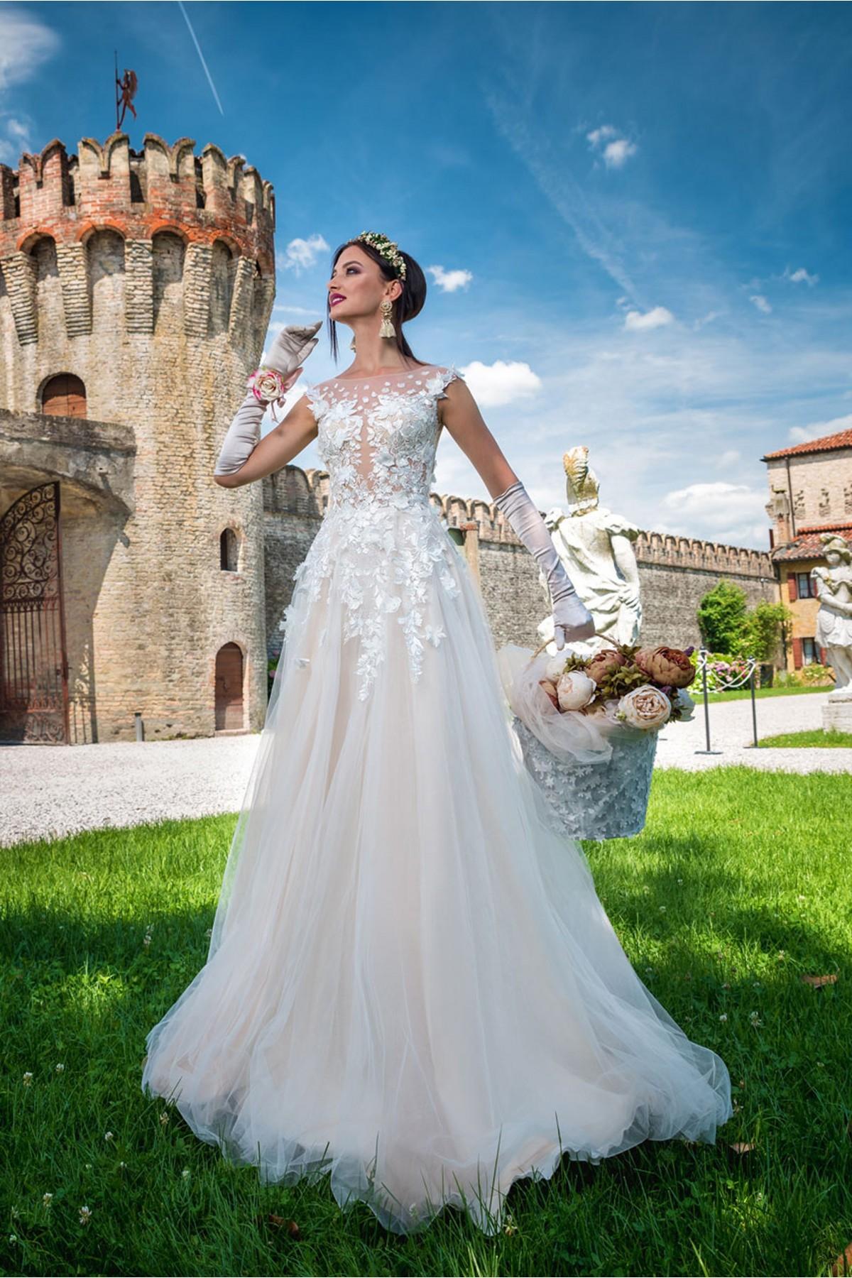 90e968021 Tento model môžete ihneď skúšať alebo zakúpiť vo veľkosti 38 v farbe ivory  vo Svadobnom centre EvaMária v Seredi na M.R. Štefánika 9. Svadobné šaty  Allegra ...